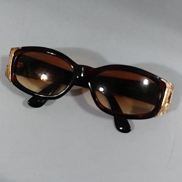 a33562592e1 gianni versace Accessories - Gianni Versace Sunglasses Women s